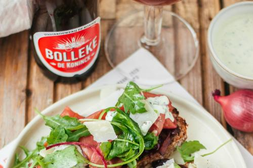 Broodje Filet d'Anvers met fris Bolleke